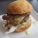 Hamburger op bord