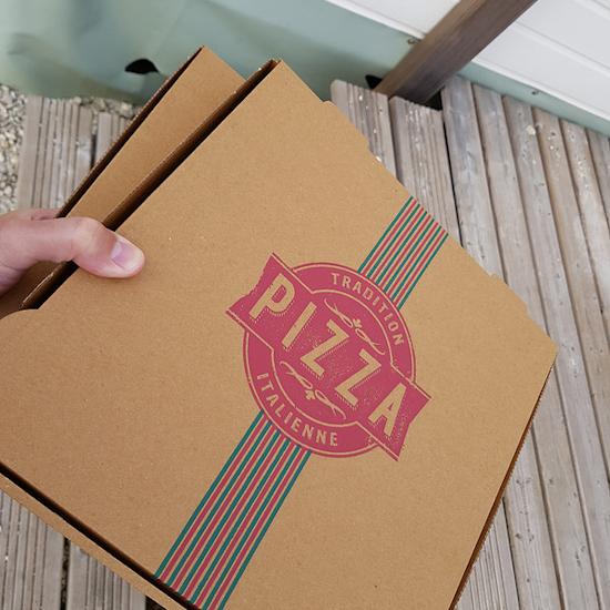 Pizzadozen afval