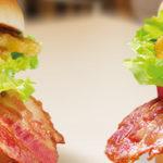 Bacon Clubhouse met Big Mac saus en Spicy Sriracha mayo