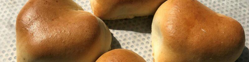 Hartvormige worstenbroodjes