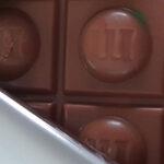 M&M's nu ook in chocoladereep verkrijgbaar