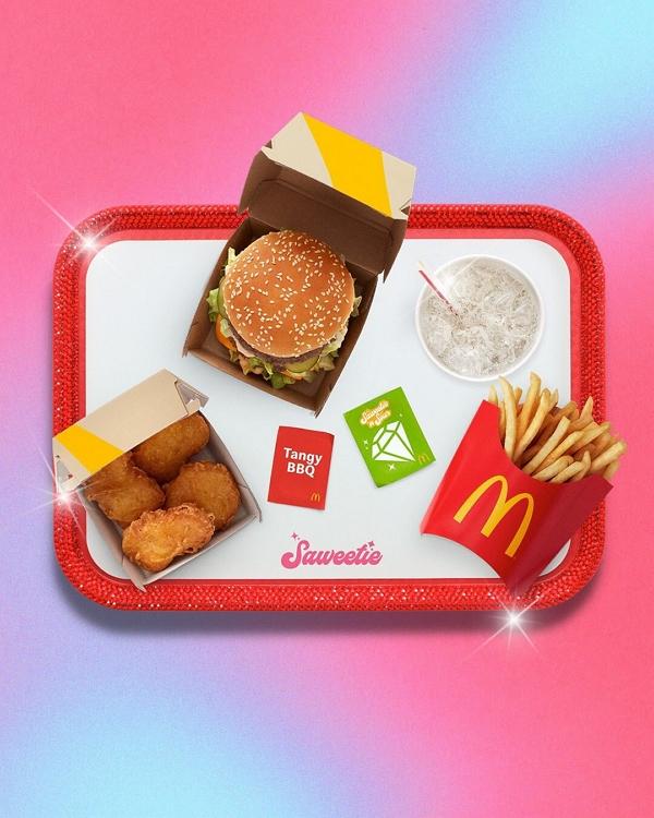 Saweetie McDonald's maaltijd