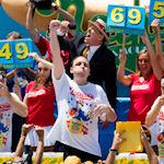 69 hotdogs voor Joey Chestnut