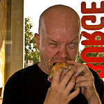 Netjes een hamburger eten?