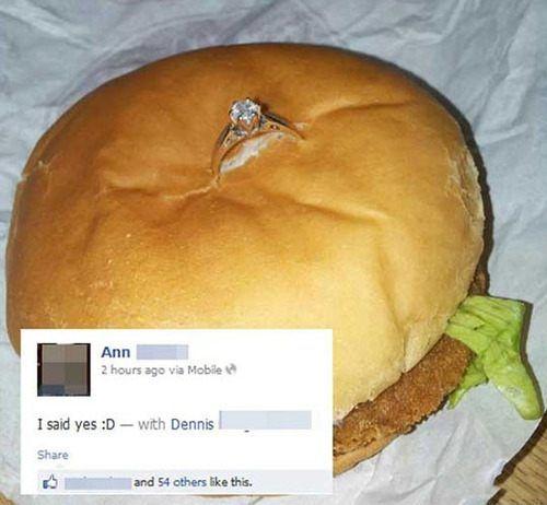 Hamburger met trouwring
