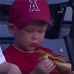 Eten van hotdog kan lastig zijn