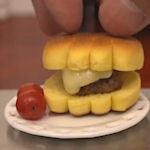 De kleinste cheeseburger ter wereld