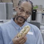 Snoop Dogg prijst hotdogs van Burger King aan
