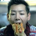 Recordhouder hotdogs eten helpt hotdogleverancier