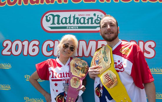 Winnaars Miki Sudo en Joey Chestnut