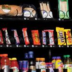 Een snackautomaat met koude en warme snacks