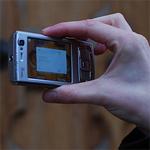 Fotograferende mystery guest wordt deur gewezen