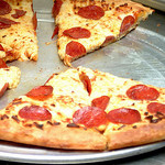 pizza op bord